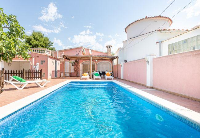 Casa en Empuriabrava - 147-Empuriabrava  casa con piscina -WIFI-147