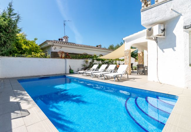 Casa en Empuriabrava - 131-COSTA BRAVA  Villa con piscina a proximidad de la playa, wifi gratuita-