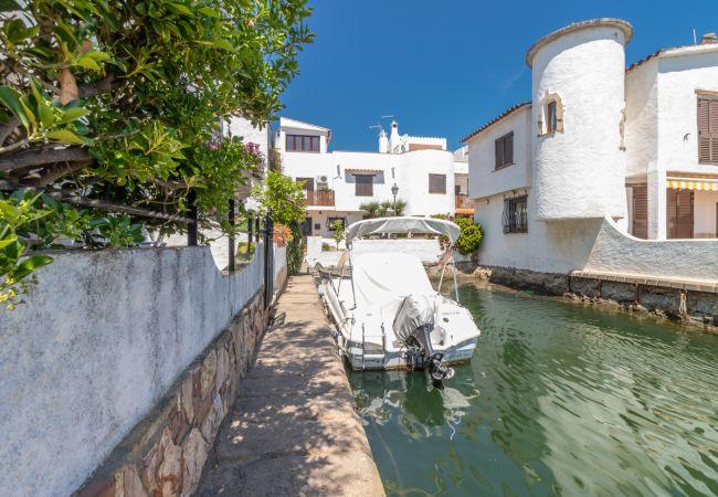 Casa en Empuriabrava - 151-Casa pescador con vistas al canal, parking-wifi gratis