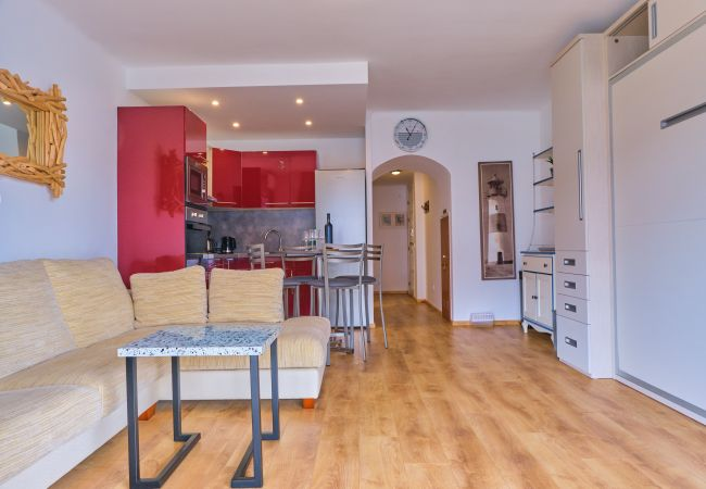 Apartamento en Empuriabrava - 150- Precioso apartamento con vistas a los canales en Empuriabrava. AMARRE
