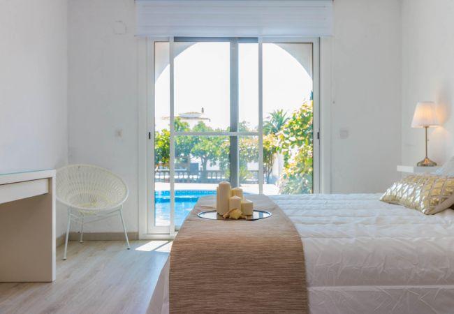 Maison à Empuriabrava - 148-Belle villa avec piscine et amarre -