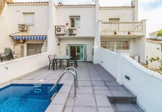 Maison à Empuriabrava - 152- maison avec piscine et amarrage-Empuriabrava- wifi gratuit-
