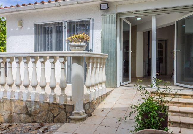 Maison à Empuriabrava - 142-Empuriabrava,  villa tout confort  avec jardin, idéale famille- wifi gratuit