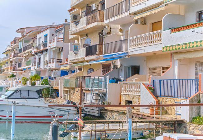Appartement à Empuriabrava - 150- Bel appartement vue sur les canaux à Empuriabrava. AMARRE