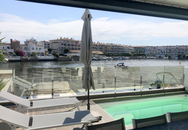 House in Empuriabrava -  138-Empuriabrava lovely house overlooking the lake, with pool.