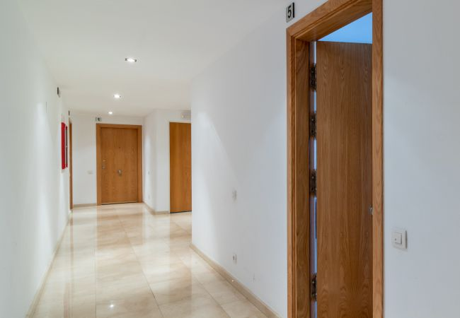 Apartment in Empuriabrava - 133-Empuriabrava-Apartment with sea view  with pool and Wifi