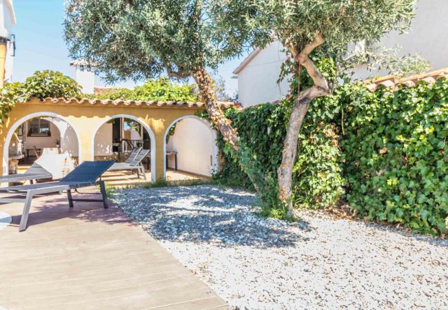 House in Empuriabrava - 148-Beautiful villa with pool and garden  with mooring