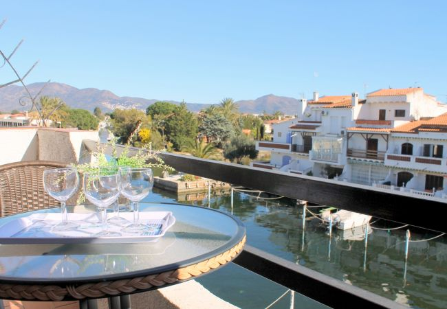 Apartment in Empuriabrava - 146-Empuriabrava-Nice apartment with canal view-146