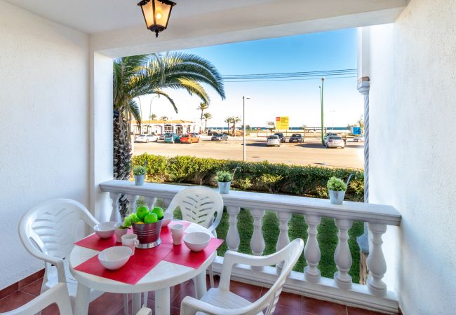Apartment in Empuriabrava - 128-COSTA BRAVA, Apartment on firs line sea. Parking.