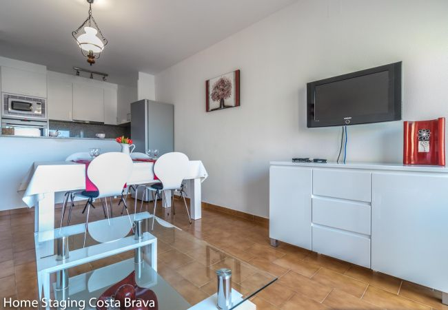 Apartment in Empuriabrava - 135-Apartment  confortable, 200m from the beach at 'Empuriabrava - free wifi