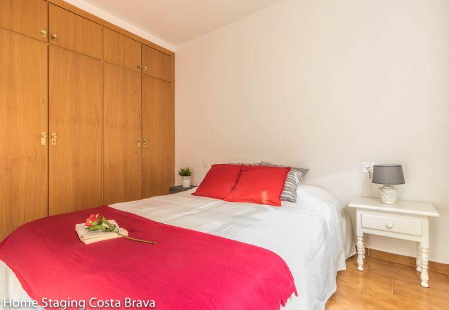 Apartment in Empuriabrava - 135-Apartment  confortable, 200m from the beach at 'Empuriabrava - free wifi